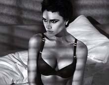 Victoria Beckham рекламирует нижнее белье